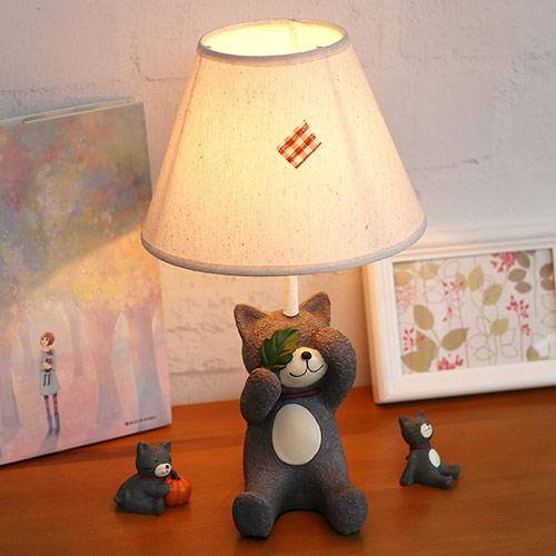 专为儿童设计的卡通动物灯,好玩又好看的创意装饰,让孩子的卧室变得温馨而明亮。
